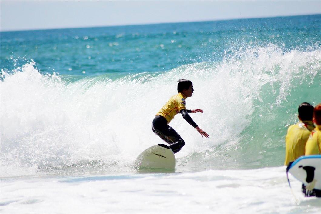 Inaki élève à l'école de surf au Porge Plage Centrale